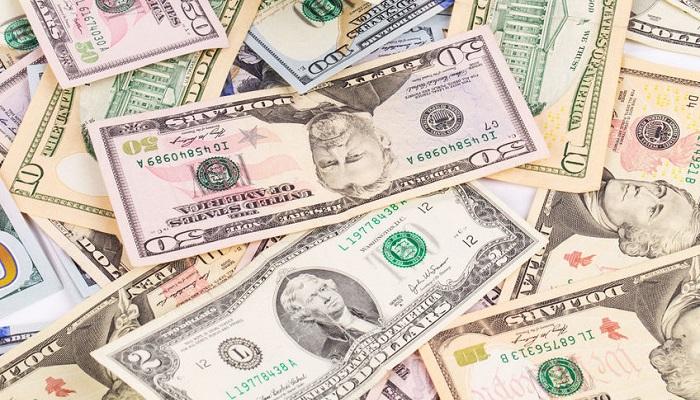 Billetes de diferentes denominaciones de dólares