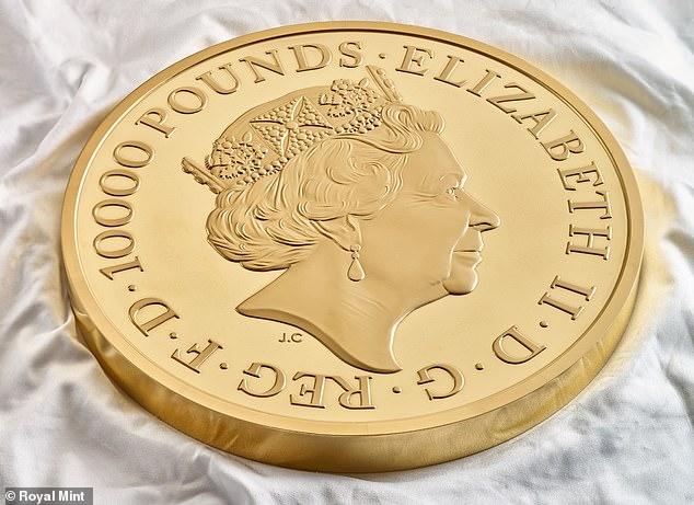 Anverso de la moneda de 10 kilos de oro de las Bestias de la Reina