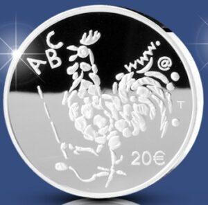 Reverso de la moneda de plata dedicada al centenario de la Ley de Enseñanza Obligatoria de Finlandia
