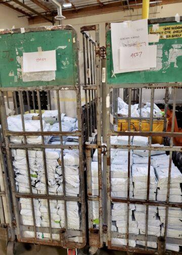 Algunos de los 1.700 paquetes incautados que contenían las monedas falsas